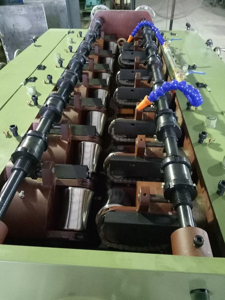 钢管矫直机细节图.jpg